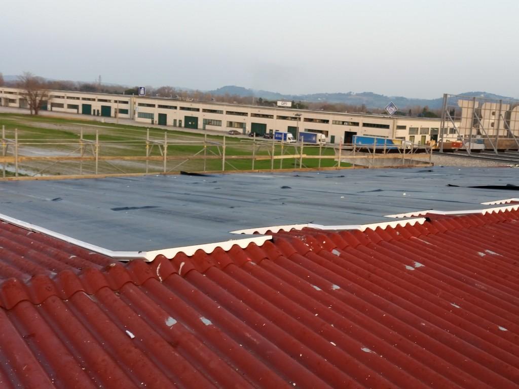 isolante estruso su tetto ondulato